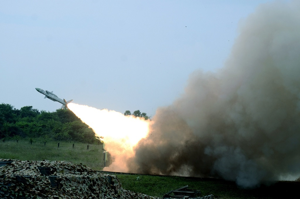 Indian Air Force tests Akash and Igla missiles